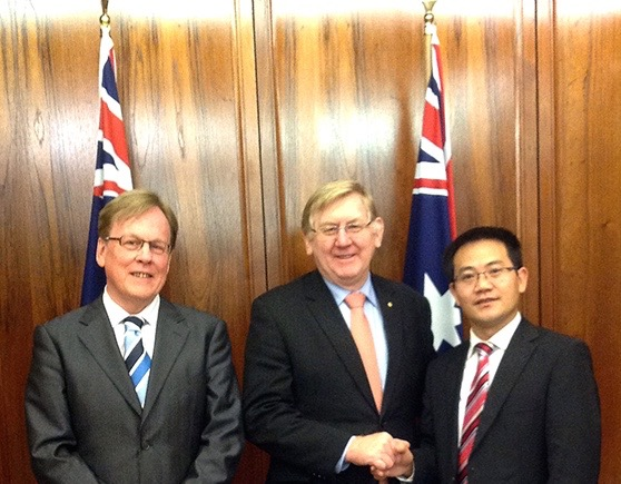 L to R: Mr Garry Crockett, Global Executive Chairman CHINA READY with Hon. Mr Martin Ferguson AM MP, Minister for Resources and Energy, Minister for Tourism, Dr Kuang Lin, Director CNTA (Australia & New Zealand)