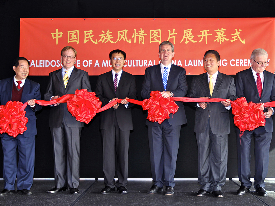 Cutting of the Ribbon Ceremony by Leading Political and Cultural Dignitaries from China and Australia.
