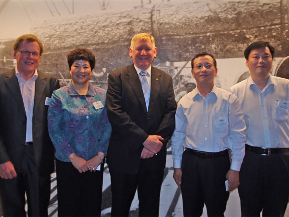 The Hon Martin Ferguson AM, Australia Minister for Resources Energy and Tourism, with Mr Garry Crockett, Global Executive Chairman CHINA READY, together with Ms Ji Jinbiao, President and Mr Fan Yezheng, Vice President China Academy for Talent Development