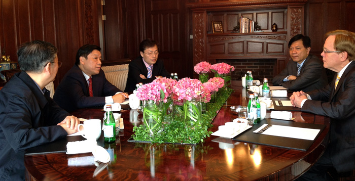 Mr. Garry Crockett with JinJiang International Chairman Mr. Yu Mingliang